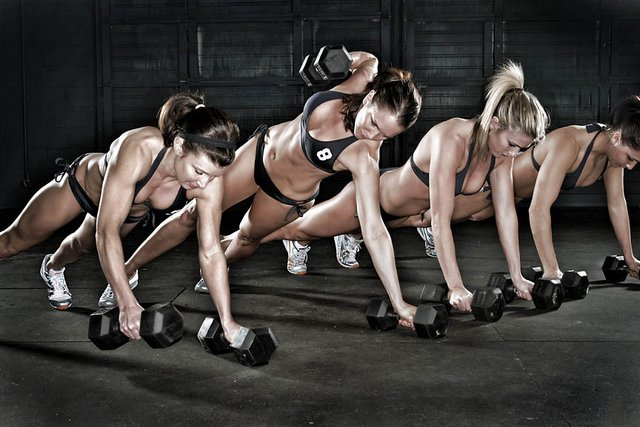 how-to-get-stronger-and-why-you-should-women-lift-weights