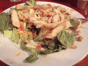 healthy-meal-ideas-from-americas-fast-food-restaurants-hooters-chicken-salad