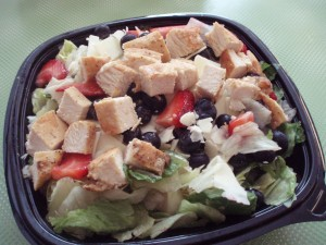 healthy-meal-ideas-from-americas-fast-food-restaurants-berry-almond-salad