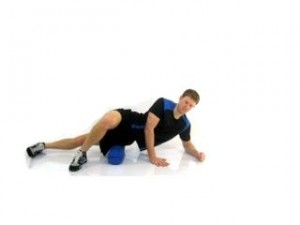 how-to-fix-tight-muscles-with-mobility-stretching-foam-roll-IT-Band
